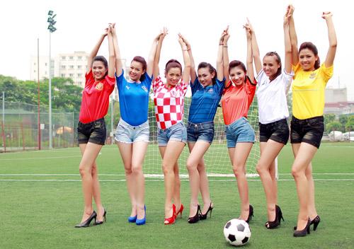 Dàn chân dài Hà Nội gợi cảm với áo đấu Euro